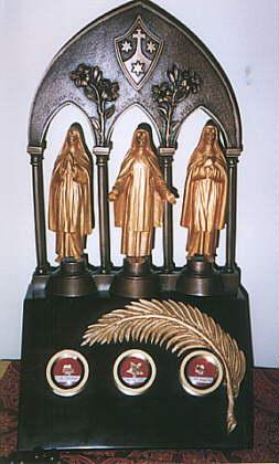 Relikvar med relikvier av (f.v.) Sr. Teresa, Sr. Maria Pilar og Sr. Maria Angeles.